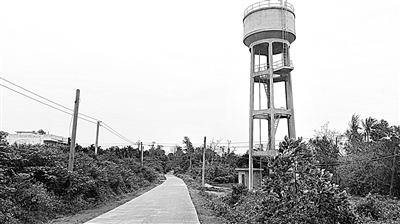 本报讯(记者何海东 通讯员刘平)站在20余米高的水塔下向上望,海口